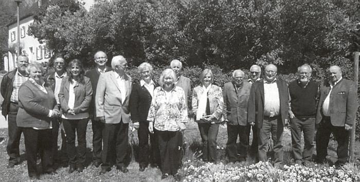 Mezi účastníky valné hromady sdružení Böhmerwald Heimatkreis Prachatitz e.V.     na jaře 2016 je tu zachycen třetí zprava (prvý zprava stojí Rudolf Paulik)