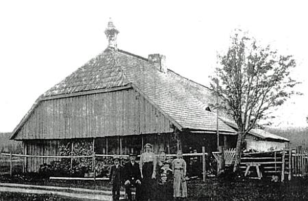 """Dům """"Petraschka"""" ve Vydřím Mostě čp. 50 (příběh se zvonem na střeše je podle Adolfa Weishäupla """"eine Legende"""")"""