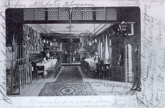 Spolková místnost spolku Schlaraffia na pohlednici z přelomu 19. a 20. století
