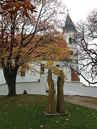 Kostel sv. Bartoloměje se symbolickou plastikou a fara ve Ktiši