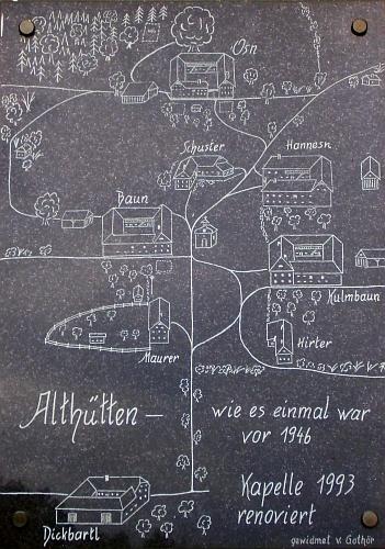 Plánek Staré Huti na desce umístěné na kapli, jediné budově, která se zachovala