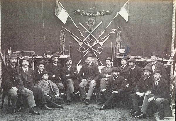 Na snímku z roku 1898, zachycujícím personál knížecí schwarzenberské Lesní zařizovací kanceláře na Hluboké, sedí se založenýma rukama šestý zleva, sedmý zleva je zachycen Franz Heske starší, druhý zleva pak Karl Meinhard, posléze zcela vpravo sedící Emil van der Abeele
