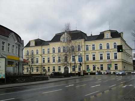 Gymnázium ve Freistadtu, kde studoval
