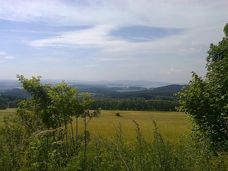 Pohled od Špičáku na místa, kde stávala Stará Huť