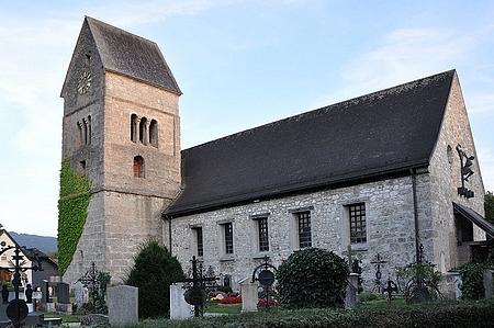 Farní kostel sv. Osvalda v Anifu se hřbitovem, kde je pohřben