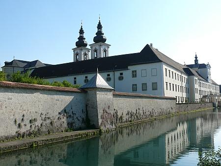 """Opatství Kremsmünster, vlevo klášterní hvězdárna (""""Sternwarte"""")"""