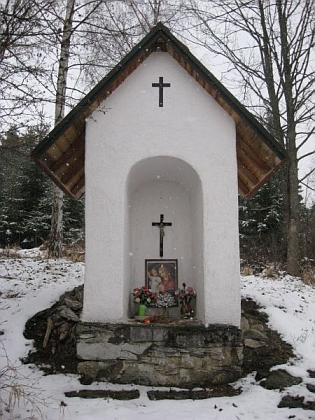 Opravená kaplička ve Lštíně