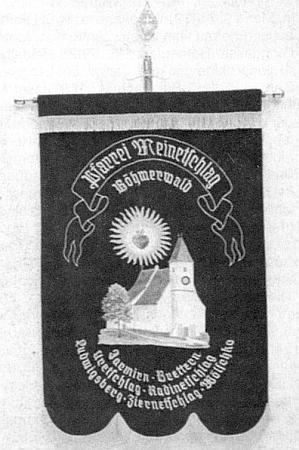 Ludvické Hory vlevo dole na farní korouhvi vyhnanců z Malont a okolí
