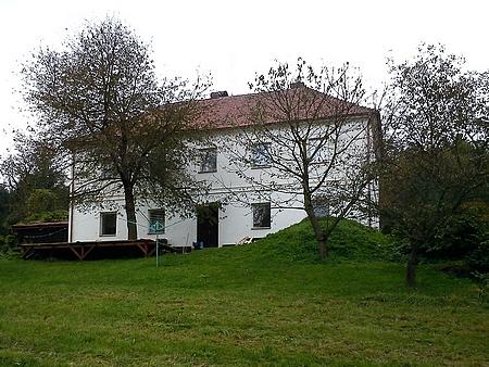 Budova někdejší školy ve Veveří