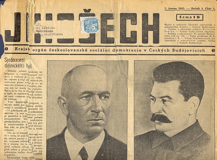 """Na rozhraní časů cosi, co je spojuje: pošta adresovala tento výtisk """"krajského orgánu československé sociální demokracie"""" v červnu 1945 i s protektorátní známkou na adresu čítárny na českobudějovickém hlavním """"náměstí Adolfa Hitlera"""""""
