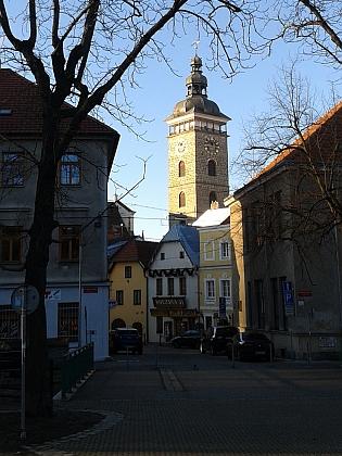 Černá věž je i dnes dominantou historického středu města