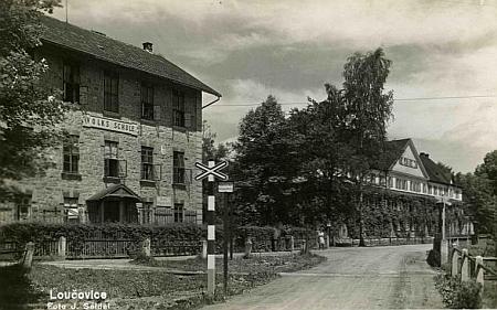 Loučovická škola na pohlednici Josefa Seidela