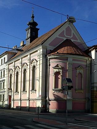 Kostel Božského Srdce Páně v Rudolfovské ulici napohlednici z počátku 20. století a dnes (2011)