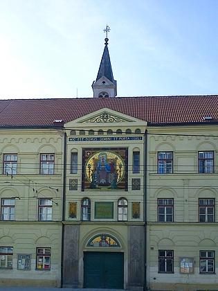 A podobně zachycený Růženecký kostel v Žižkově ulici (2012)