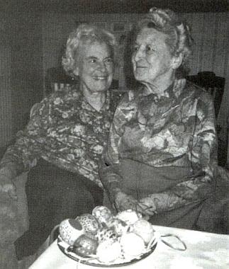 S mladší sestrou Gertrud (Trude), narozenou v září roku 1921