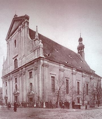 Katedrální kostel sv. Mikuláše na snímku z doby před rokem 1914...