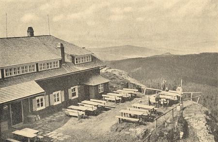 Pohled od chaty na Velkém Ostrém do Čech
