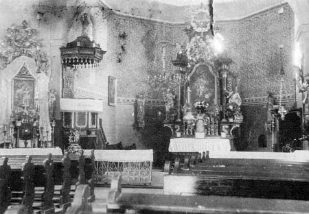 Snímek vnitřku kostela sv. Anny v Českých Žlebech někdy z doby, kdy tady byl pokřtěn, doprovází jeho podrobný článek o dějinách farní obce, zkáze svatyně a také o kněžích, kteří tu působili či byli rodem odtud