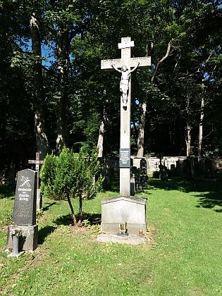 Upravený hřbitov v Českých Žlebech v roce 2017