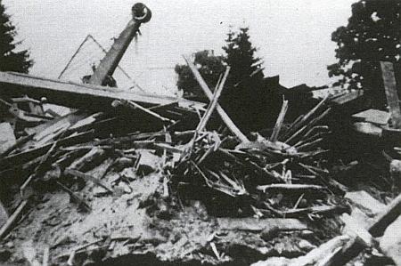 Trosky kostela na snímku z roku 1966