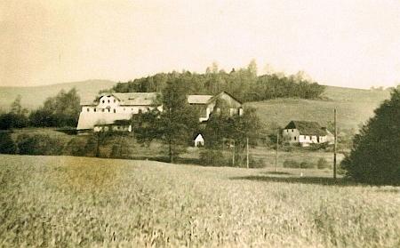 """""""Přední"""" Veitlovský Dvorec na fotografii z roku 1938"""