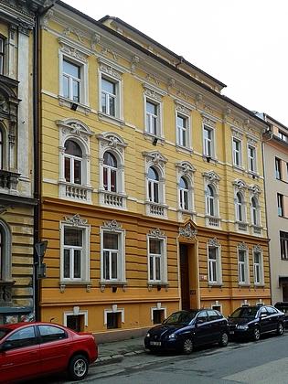 Dům čp. 6 ve Skuherského ulici, kde s rodinou žil