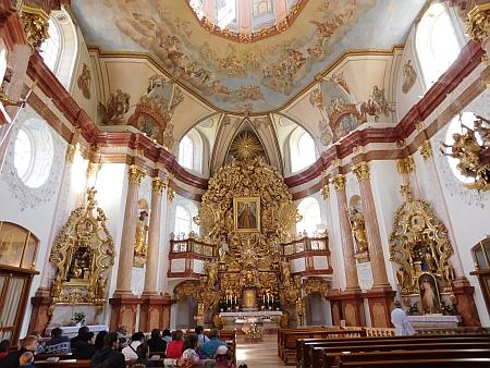 Interiér poutního chrámu Panny Marie Utěšitelky na Dobré Vodě