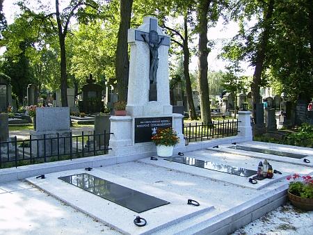 Místo posledního odpočinku budějovických biskupů na hřbitově sv. Otýlie