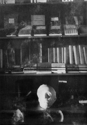 """Dva záběry z """"Adalbert Stifter Gedenkraum"""" v hornoplánském Šumavském muzeu na pohlednicích Josefa Seidela"""