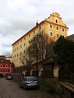 Českokrumlovské gymnázium sídlilo v budově někdejšího jezuitského semináře, sloužící dnes Regionálnímu muzeu
