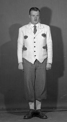 """Tento snímek ze Seidelova fotoateliéru z října 1938 by podle popisky """"Willenthal Dr., Krumau"""" mohl zachycovat jeho syna Guida (Quida)"""