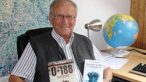 Se dvěma vydáními své knihy o německé ponorce U188