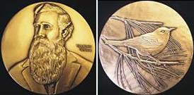 """Líc a rub """"Elliot Coues Award"""", ceny pojmenované po průkopnickém americkém ornitologovi, více o něm Wikipedia"""