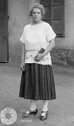 """Tři Seidelovy snímky, psané na jméno a adresu """"Kempinger, Wallern 397"""" a datované dvacátými léty 20. století"""