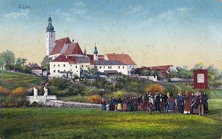 ... s mostkem na pohlednici s procesím a na kresbě K. Schefczika