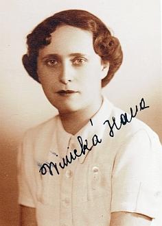 Podepsané snímky spisovatelova syna Marcela a jeho ženy Hany, tj. snachy Ottokara Winickyho, kteří oba zahynuli v Osvětimi