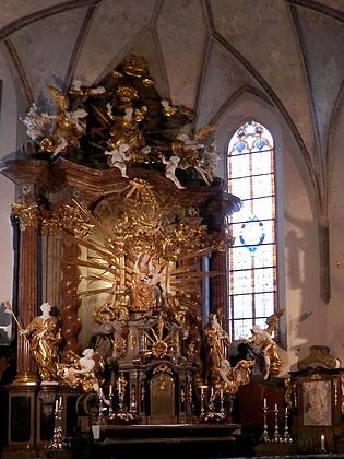Hlavní oltář poutního kostela v Kájově