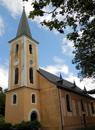 Kostel Nějsvětější trojice v rodném Perninku