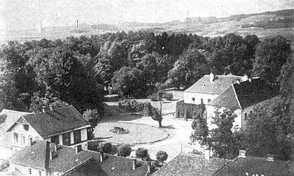 Trauttmannsdorffský zámek v Hostouni se správní budovou a stájemi chovných koní