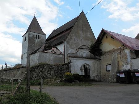 Kostel v Albrechticích na snímku z roku 2014