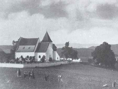 Další pohled na kostel v Albrechticích...