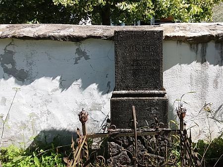 Hrob prarodičů na hřbitově v Nicově