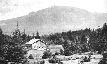 Pohled od Lindbergmühle k Velkému Falkensteinu na starém snímku z doby kolem roku 1910