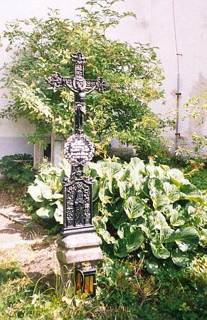 Náhrobní kříž jedněch z reckerberských Winterů na hřbitově v Nicově