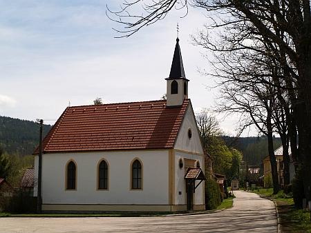 Opravená návesní kaple v rodné Bělé u Malont