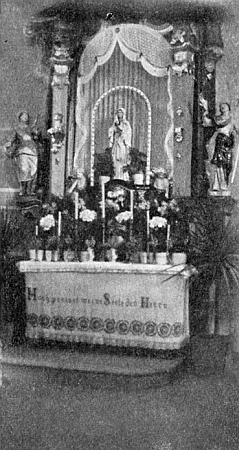 """""""Májový"""" oltář kostela v Nemanicích"""