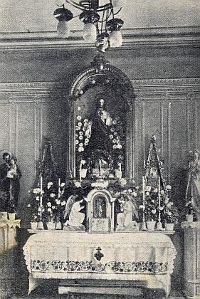 Oltář nemocniční kaple v Českém Krumlově, kde Wittmann sloužil vletech 1920-1941