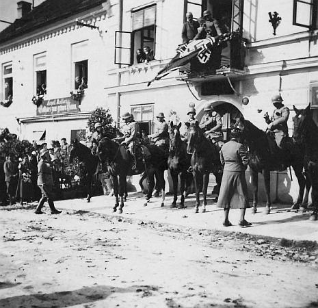 Vstup německé armády do jeho rodných Nových Hradů v říjnu 1938