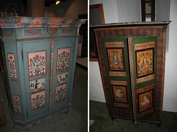 Dvě šumavské malované skříně ze stavení čp. 12 a 14 někdejší sklářské osady Helmbach (Michlova Huť) u Vimperka