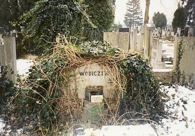 Hrob u svaté Otylie v Českých Budějovicích se zachoval, hrozí mu však zrušení